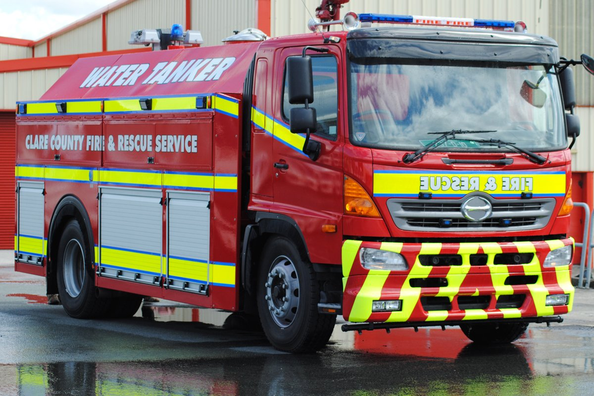 Clare County fire and rescue water tanker equipped with an Allison transmission