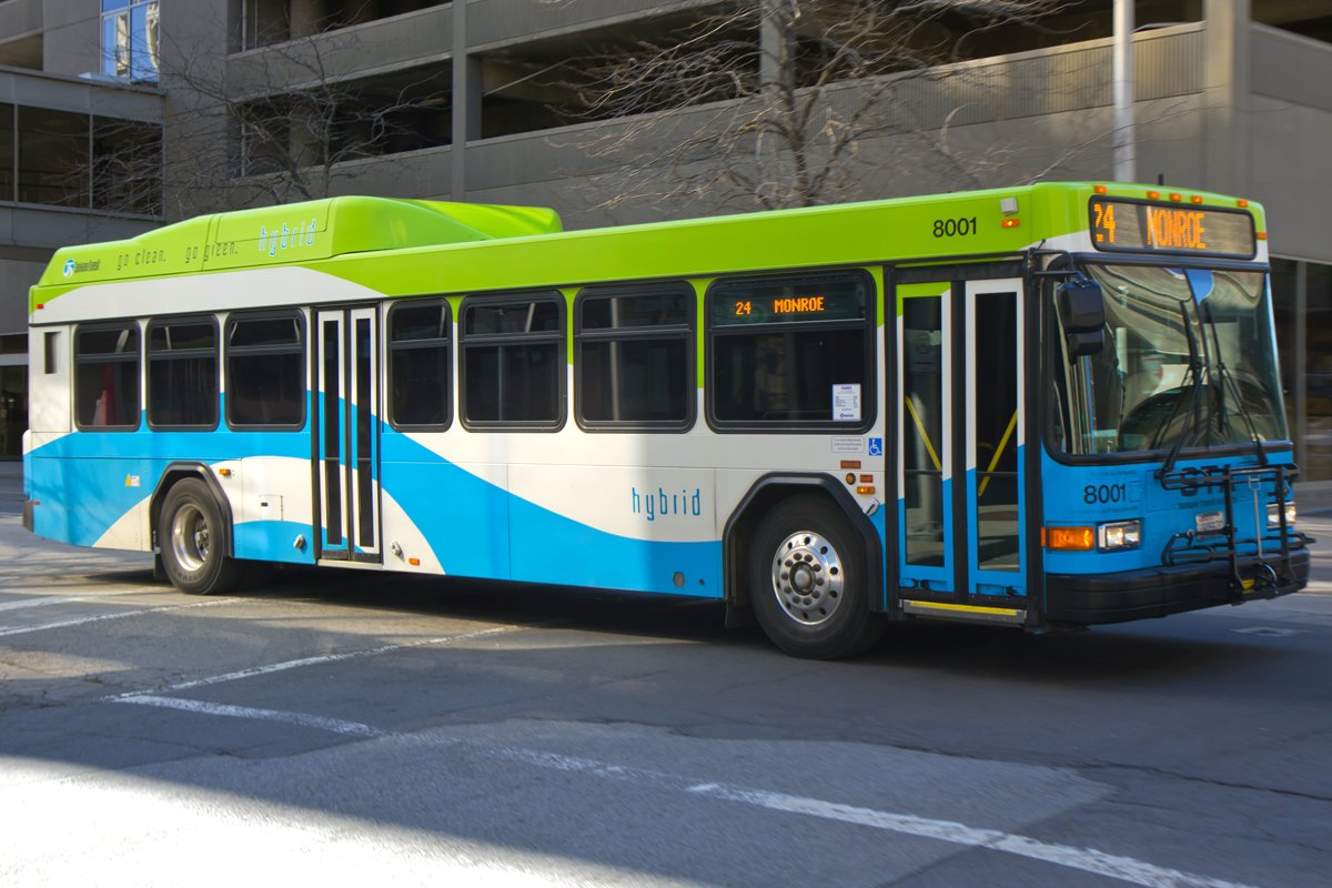 Hybrid bus equipped with an Allison transmission