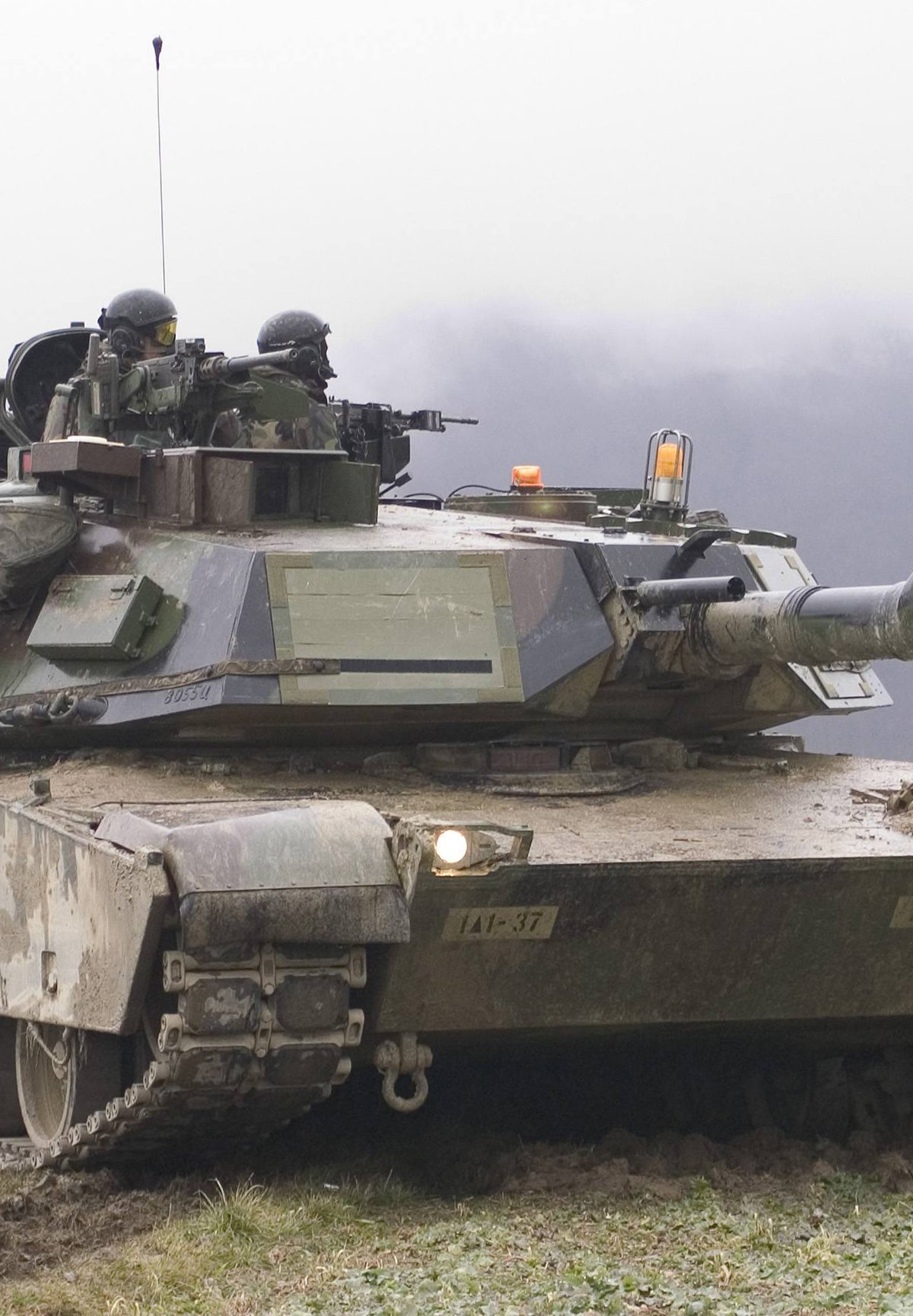 Defense tank equipped with an Allison transmission